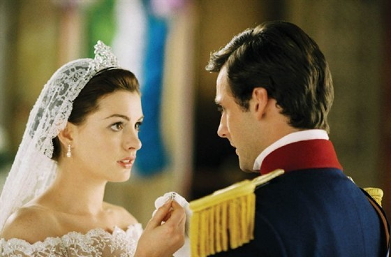 Mia-anne-hathaway-as-princess-mia-8705903-560-368